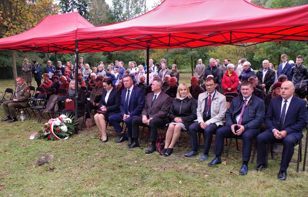 odsloniecie-pomnika-majora-dobrzanskiego-hubala-polagiew-gmina-brody-powiat-starachowickiIMGP7636.JPG