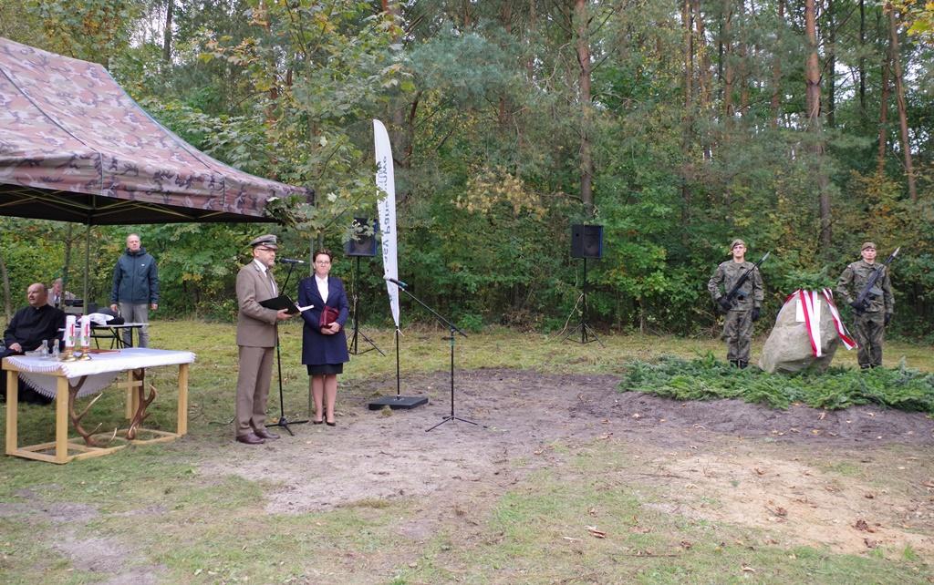 odsloniecie-pomnika-majora-dobrzanskiego-hubala-polagiew-gmina-brody-powiat-starachowickiIMGP7771.JPG