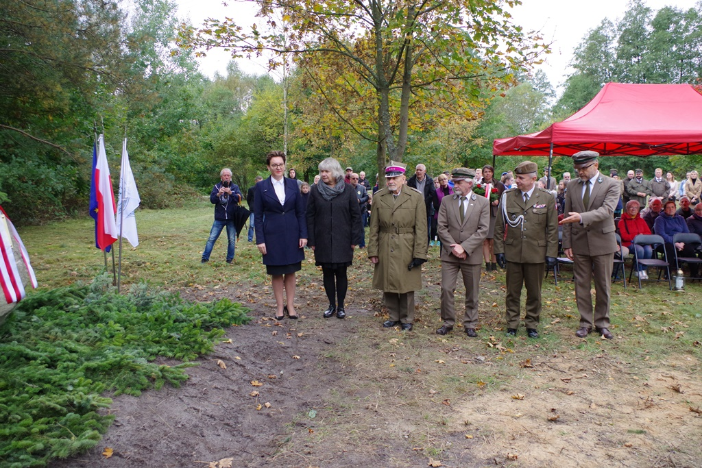odsloniecie-pomnika-majora-dobrzanskiego-hubala-polagiew-gmina-brody-powiat-starachowickiIMGP7841.JPG