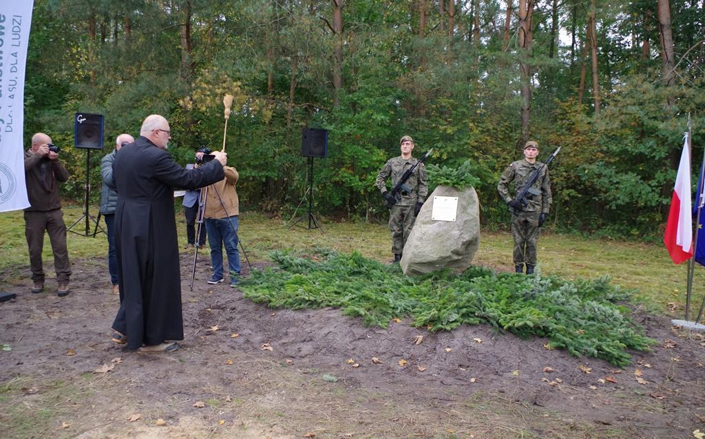 odsloniecie-pomnika-majora-dobrzanskiego-hubala-polagiew-gmina-brody-powiat-starachowickiIMGP7871.JPG