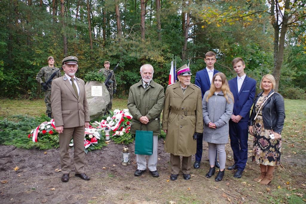 odsloniecie-pomnika-majora-dobrzanskiego-hubala-polagiew-gmina-brody-powiat-starachowickiIMGP8103.JPG