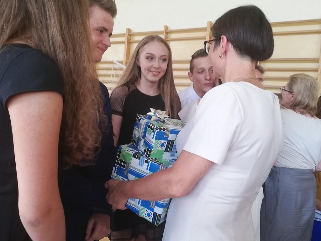 gimnazju-ruda-zakonczenie-2019119-20190624-123013.jpg
