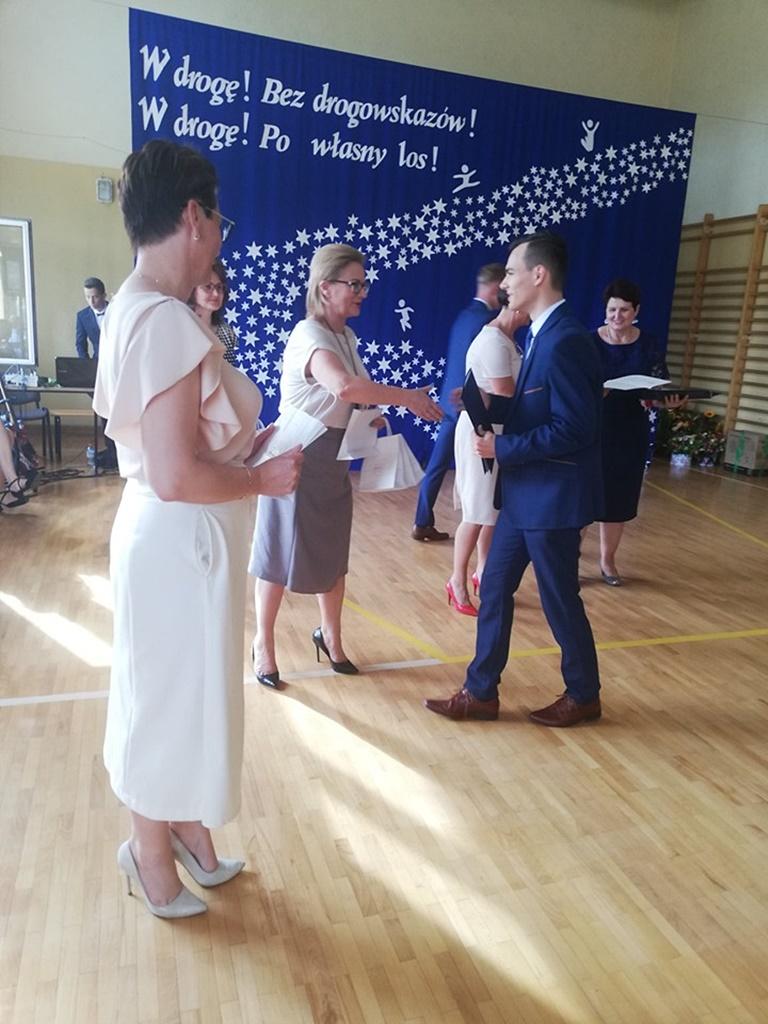 gimnazju-ruda-zakonczenie-2019123-20190624-120422.jpg