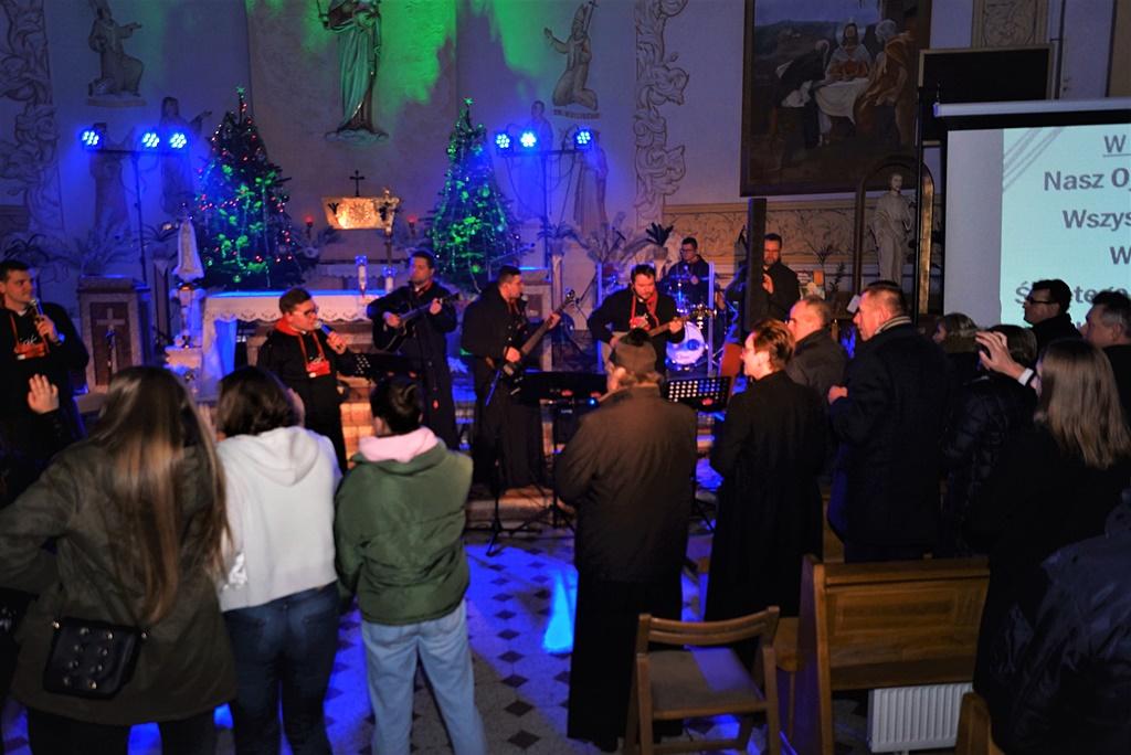 radosna-muzyczna-modlitwa-w-stykowie-koncert-uwielbienia-zespol-jak-najbardziej-gmina-brody-powiat-starachowicki20200118-180638.JPG