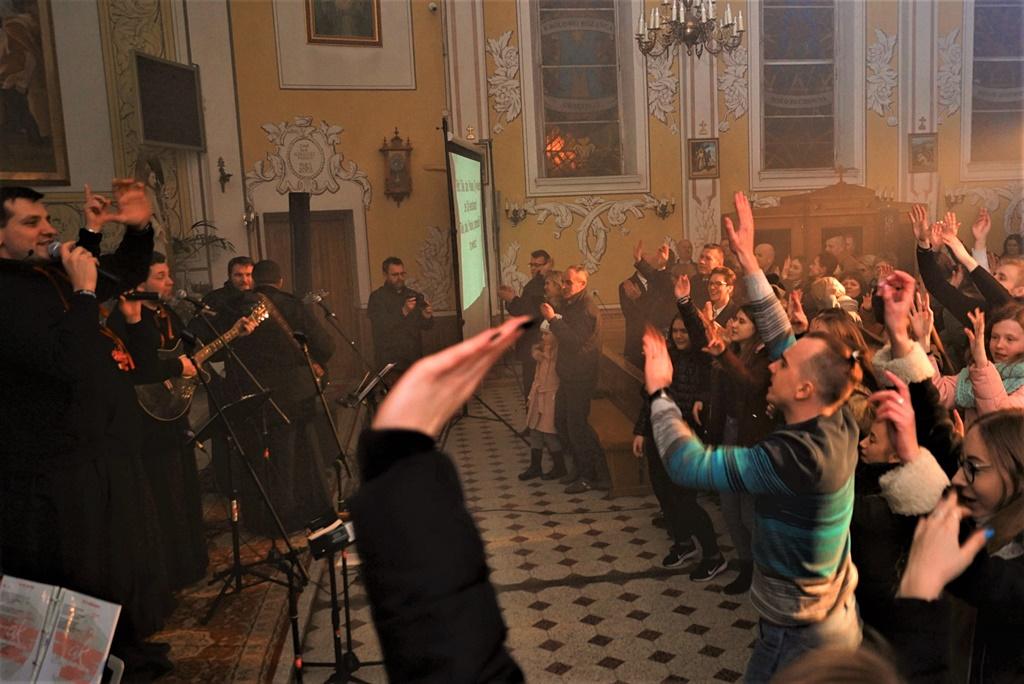 radosna-muzyczna-modlitwa-w-stykowie-koncert-uwielbienia-zespol-jak-najbardziej-gmina-brody-powiat-starachowicki20200118-193309.JPG