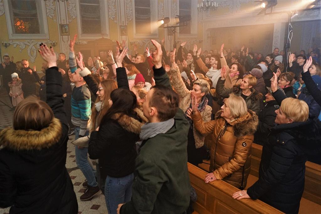 radosna-muzyczna-modlitwa-w-stykowie-koncert-uwielbienia-zespol-jak-najbardziej-gmina-brody-powiat-starachowicki20200118-193417.JPG