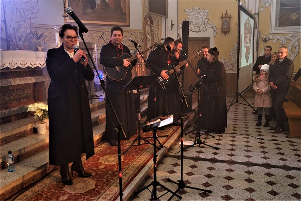 radosna-muzyczna-modlitwa-w-stykowie-koncert-uwielbienia-zespol-jak-najbardziej-gmina-brody-powiat-starachowicki20200118-193715.JPG