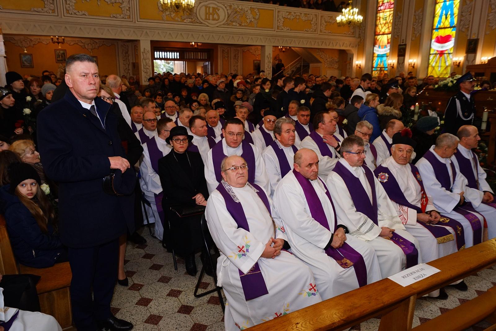pogrzeb-ks-stanislaw-kusmierczyk-stykow-gmina-brody-DSC02137-f.JPG