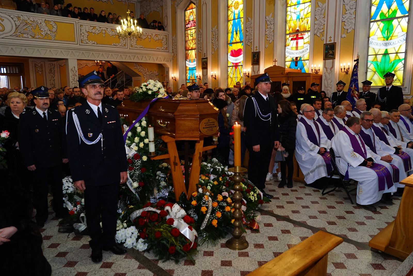 pogrzeb-ks-stanislaw-kusmierczyk-stykow-gmina-brody-DSC02138-f.JPG