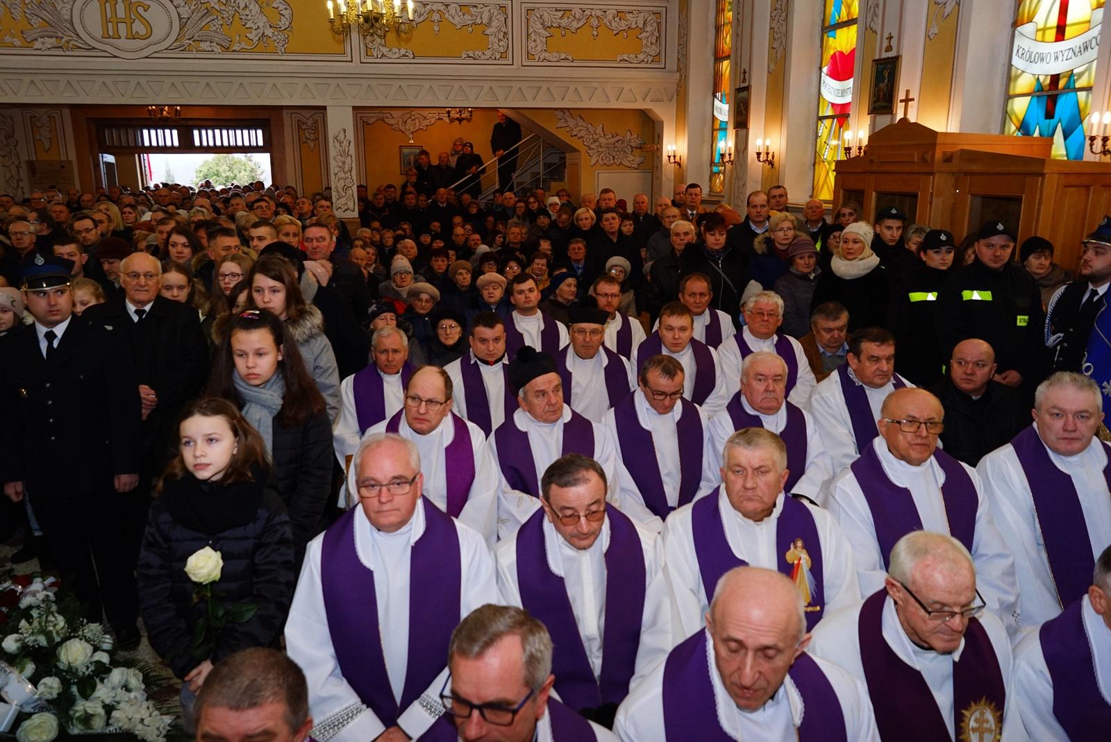 pogrzeb-ks-stanislaw-kusmierczyk-stykow-gmina-brody-DSC02141-f.JPG