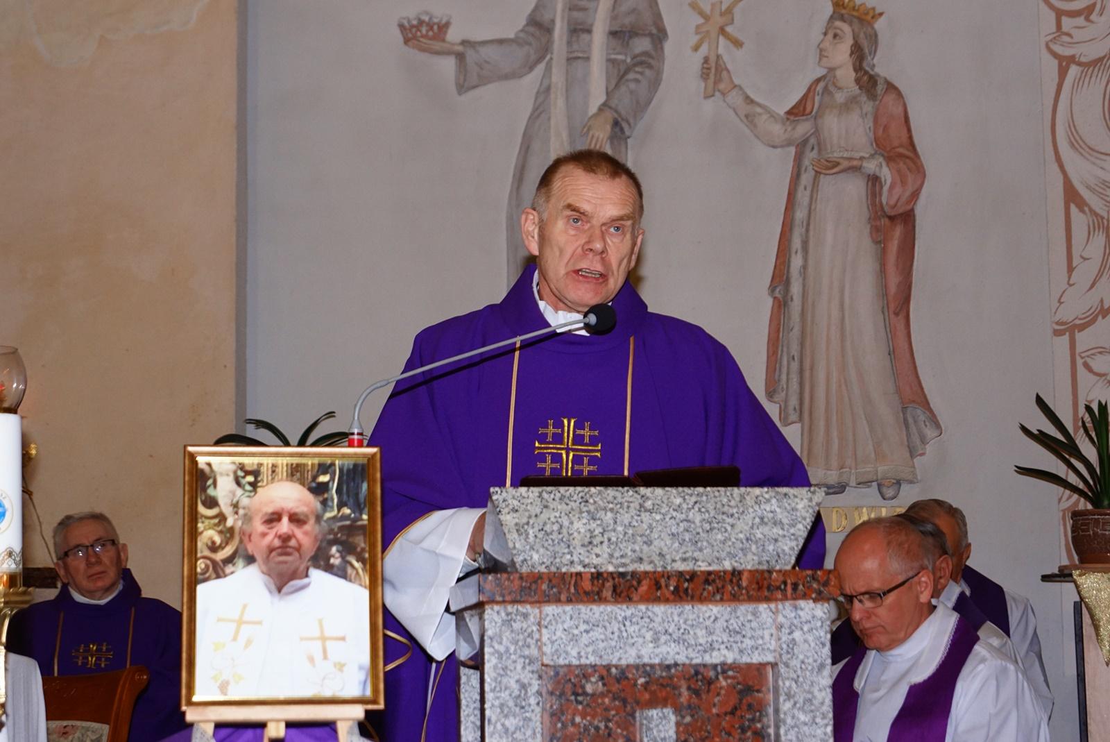 pogrzeb-ks-stanislaw-kusmierczyk-stykow-gmina-brody-DSC02192-f.JPG