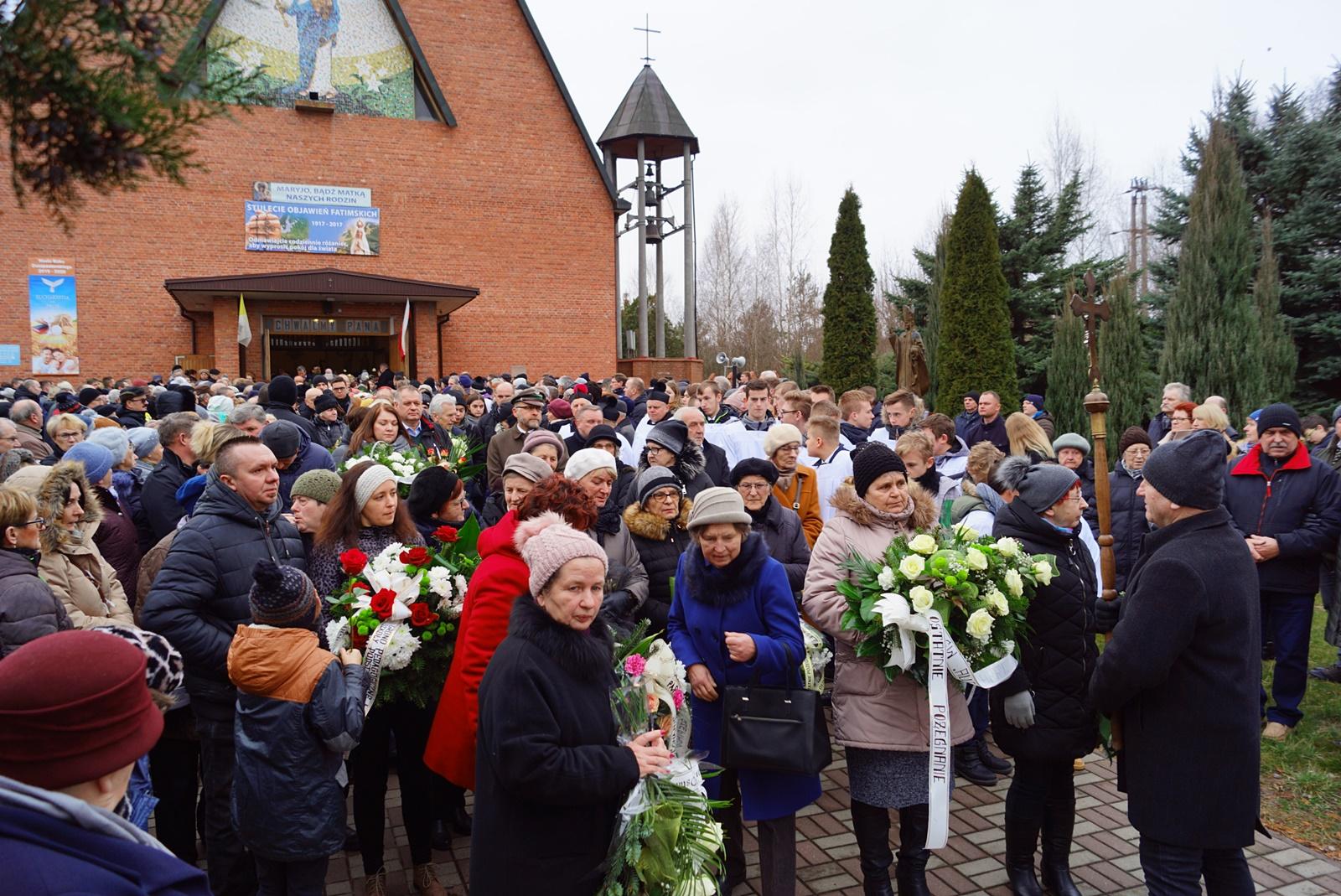 pogrzeb-ks-stanislaw-kusmierczyk-stykow-gmina-brody-DSC02199-f.JPG