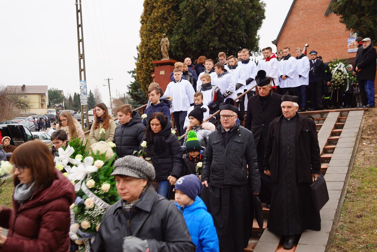 pogrzeb-ks-stanislaw-kusmierczyk-stykow-gmina-brody-DSC02205-f.JPG