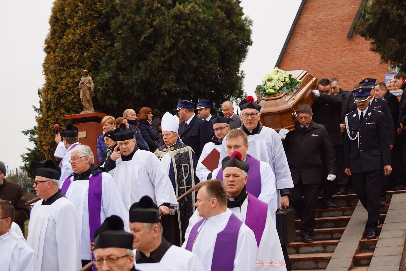 pogrzeb-ks-stanislaw-kusmierczyk-stykow-gmina-brody-DSC02210-f.JPG