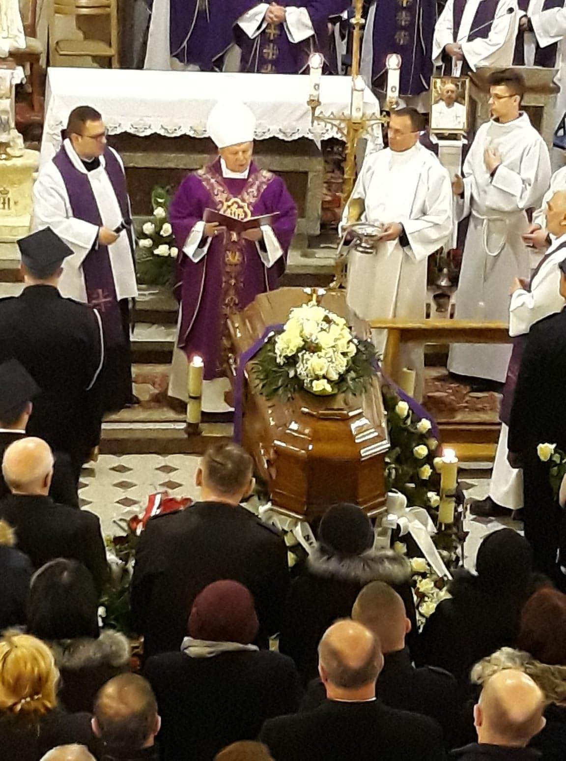 pogrzeb-ks-stanislaw-kusmierczyk-stykow-gmina-brody-bp-henryk-tomasik.jpg