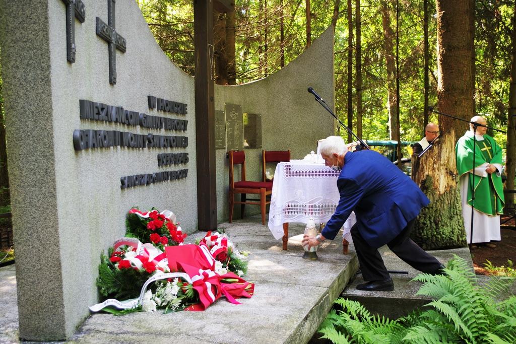 uroczystosc-patriotyczna-pacyfikacja-boru-kunowskiego-4-lipca-1943-uroczystosc-77-rocznica-gmina-brody-powiat-starachowicki2020-07-05-09-00-53.JPG