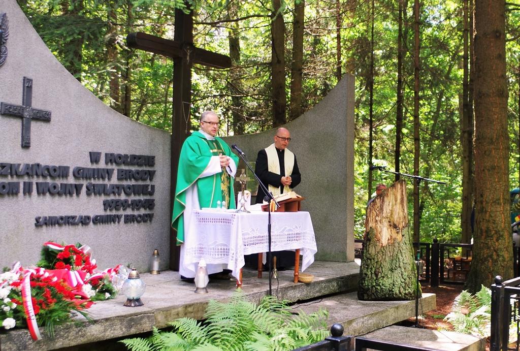 uroczystosc-patriotyczna-pacyfikacja-boru-kunowskiego-4-lipca-1943-uroczystosc-77-rocznica-gmina-brody-powiat-starachowicki2020-07-05-09-06-42.JPG