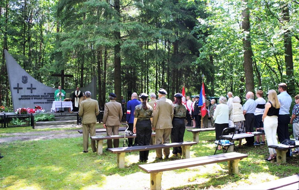 uroczystosc-patriotyczna-pacyfikacja-boru-kunowskiego-4-lipca-1943-uroczystosc-77-rocznica-gmina-brody-powiat-starachowicki2020-07-05-09-08-35.JPG