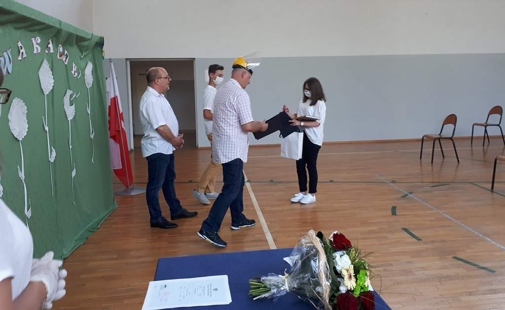 16-zakonczenie-roku-szkolnego-2019-2020-w-szkolach-gminy-brody.jpg