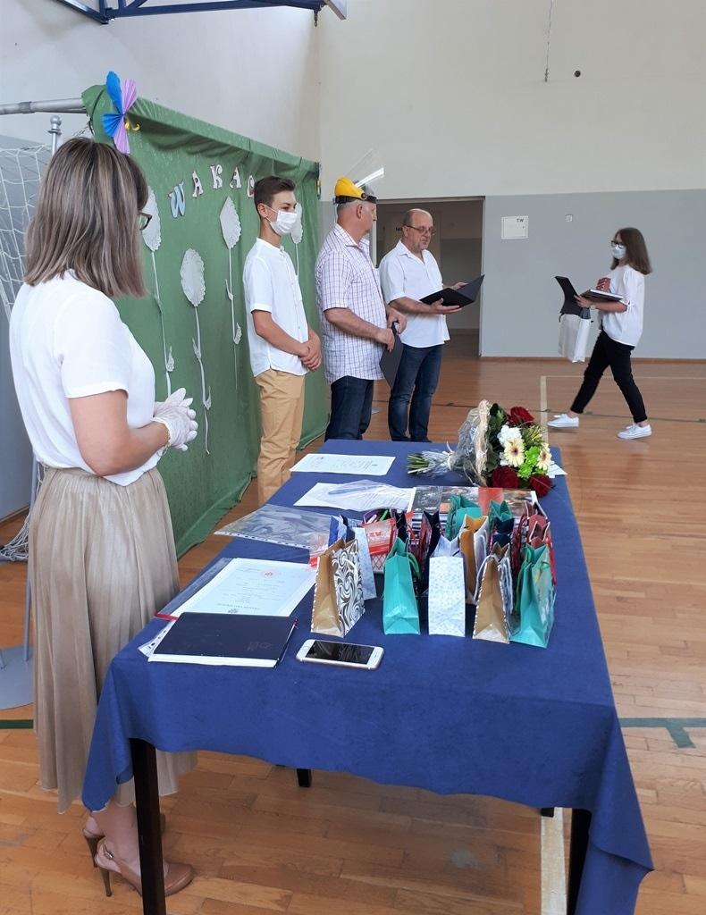 17-zakonczenie-roku-szkolnego-2019-2020-w-szkolach-gminy-brody.jpg