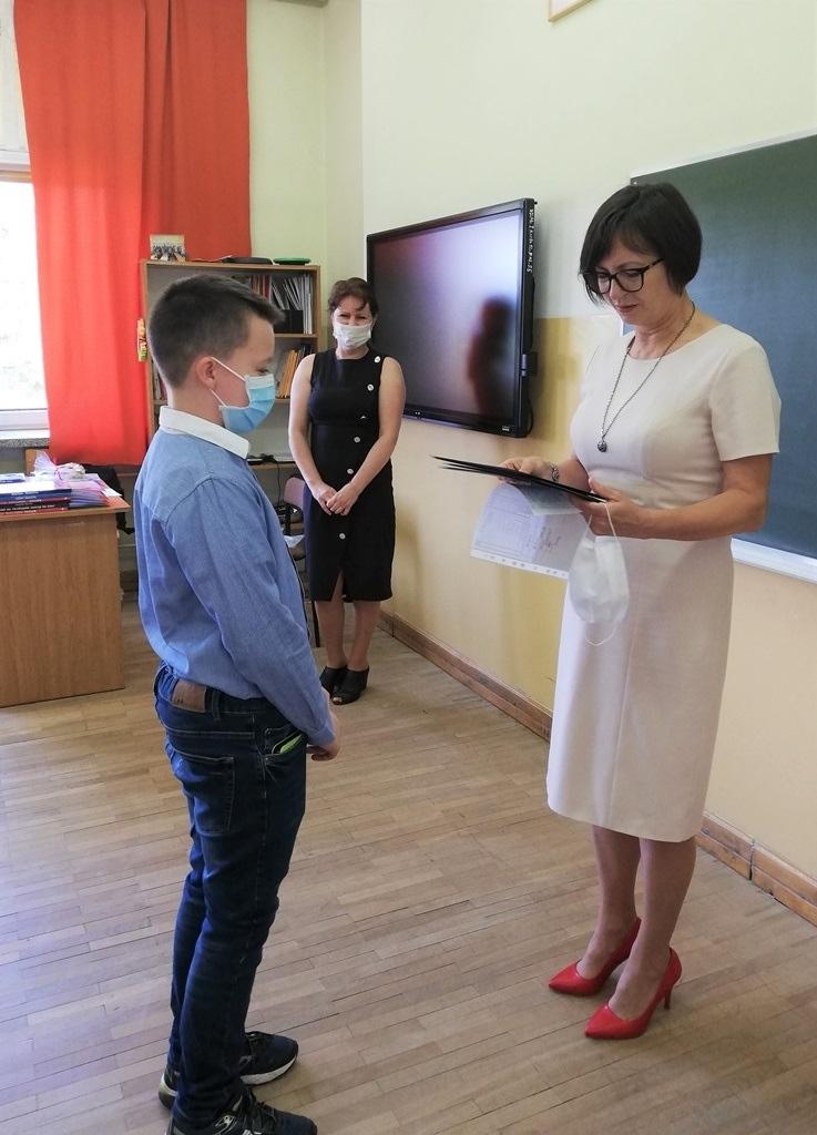 19-zakonczenie-roku-szkolnego-2019-2020-w-szkolach-gminy-brody.jpg