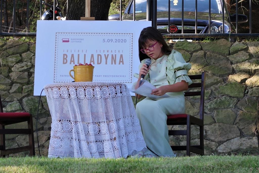 narodowe-czytanie-balladyny-w-centrum-turystycznym-nad-zalewem-brodzkimIMGP4705.JPG