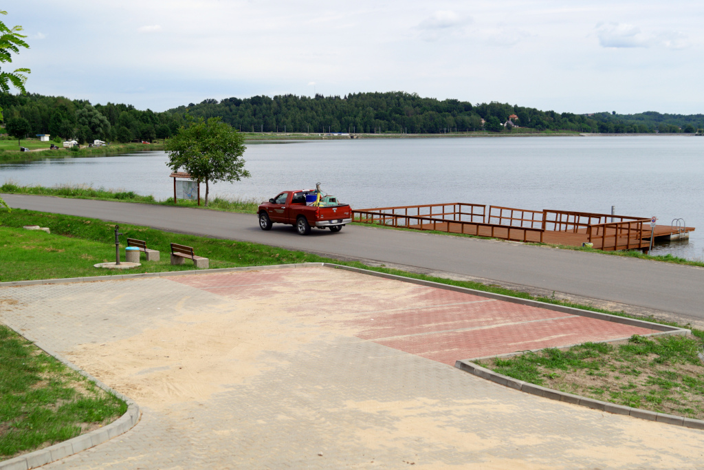 parking-panoramiczna-zalew-brodzki-8-molo-a.JPG