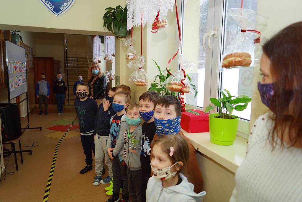tlusty-czwartek-szkola-brody-paczki-wojt-bernat-02.JPG