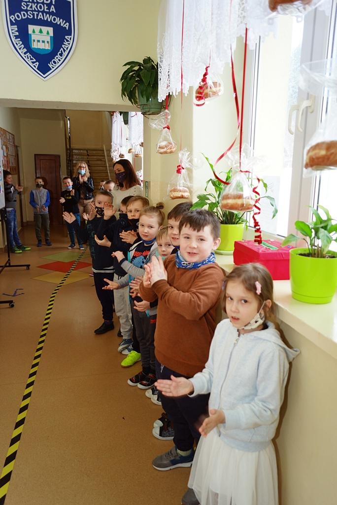tlusty-czwartek-szkola-brody-paczki-wojt-bernat-07.JPG