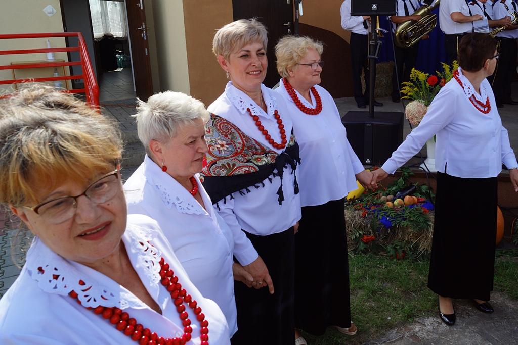 dozynki-gmina-brody-adamow-2021-taniec-spiewy-tradycje-31.JPG