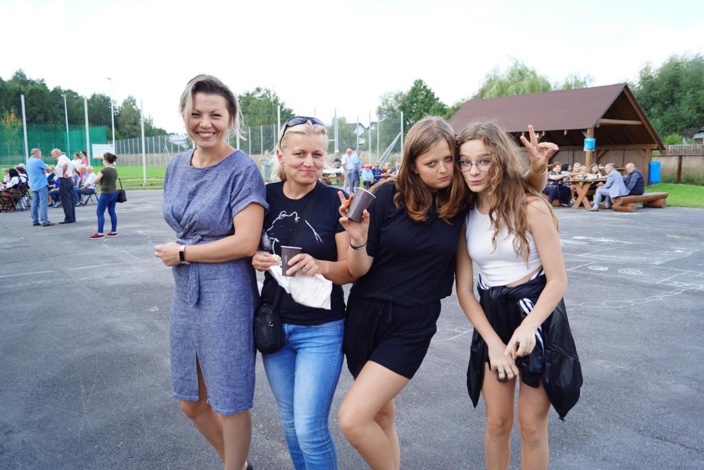 dozynki-gmina-brody-adamow-2021-taniec-spiewy-tradycje-42.JPG