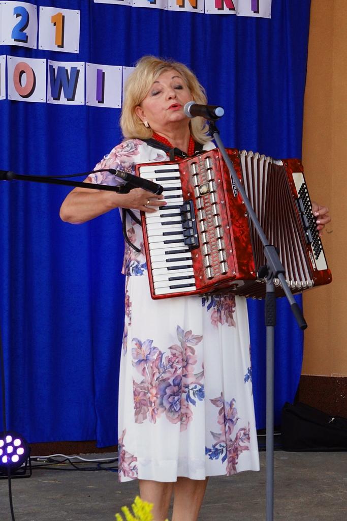 dozynki-gmina-brody-adamow-2021-taniec-spiewy-tradycje-53.JPG