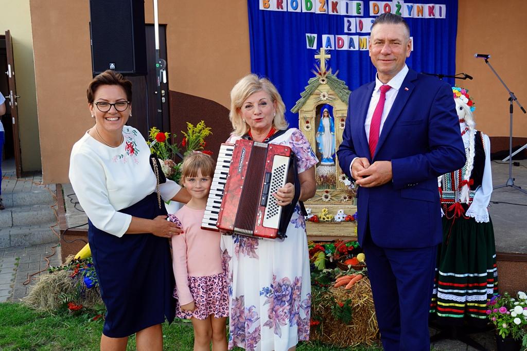 dozynki-gmina-brody-adamow-2021-taniec-spiewy-tradycje-55.JPG