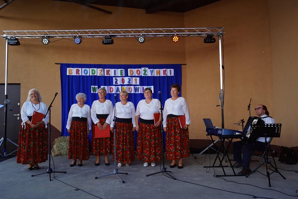 dozynki-gmina-brody-adamow-2021-taniec-spiewy-tradycje-57.JPG