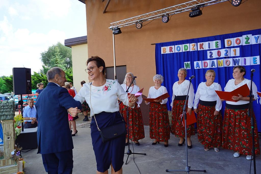 dozynki-gmina-brody-adamow-2021-taniec-spiewy-tradycje-63.JPG