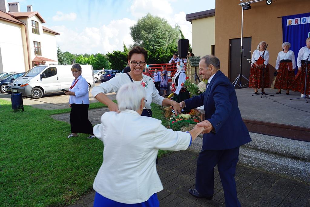 dozynki-gmina-brody-adamow-2021-taniec-spiewy-tradycje-67.JPG