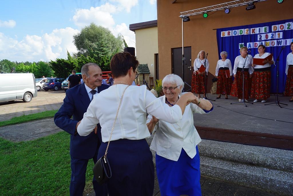 dozynki-gmina-brody-adamow-2021-taniec-spiewy-tradycje-68.JPG