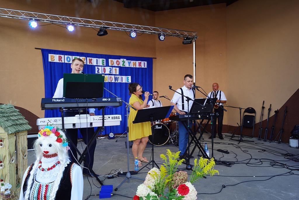 dozynki-gmina-brody-adamow-2021-taniec-spiewy-tradycje-83.JPG