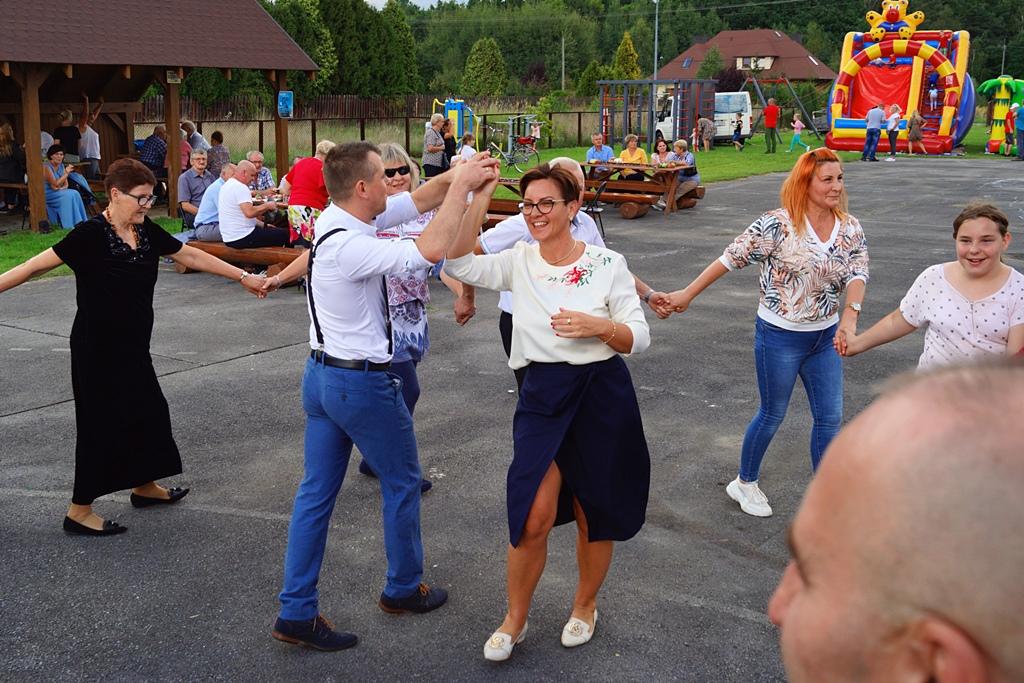 dozynki-gmina-brody-adamow-2021-taniec-spiewy-tradycje-92.JPG