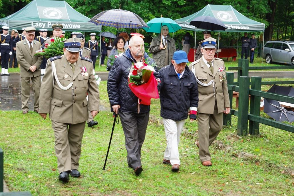uroczystosc-patriotyczna-w-kuterach-18-09-2021-gmina-brody-powiat-starachowicki2021-09-18-11-20-18.JPG