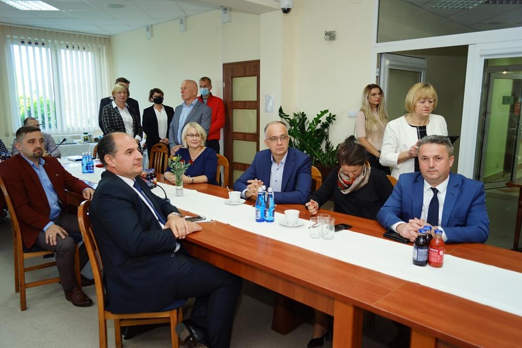 wizyta-wiceministra-piotra-uscinskiego-poslowie-wlodarze-spotkanie-27-09-2021-gmina-brody-powiat-starachowickiDSC04090.JPG