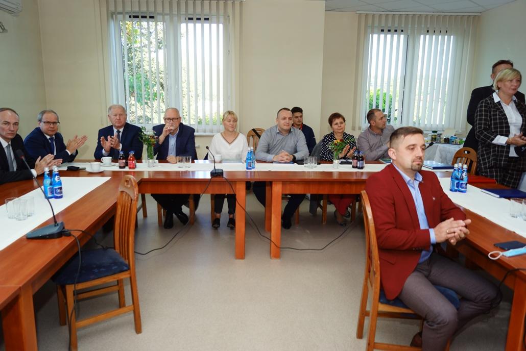 wizyta-wiceministra-piotra-uscinskiego-poslowie-wlodarze-spotkanie-27-09-2021-gmina-brody-powiat-starachowickiDSC04091.JPG