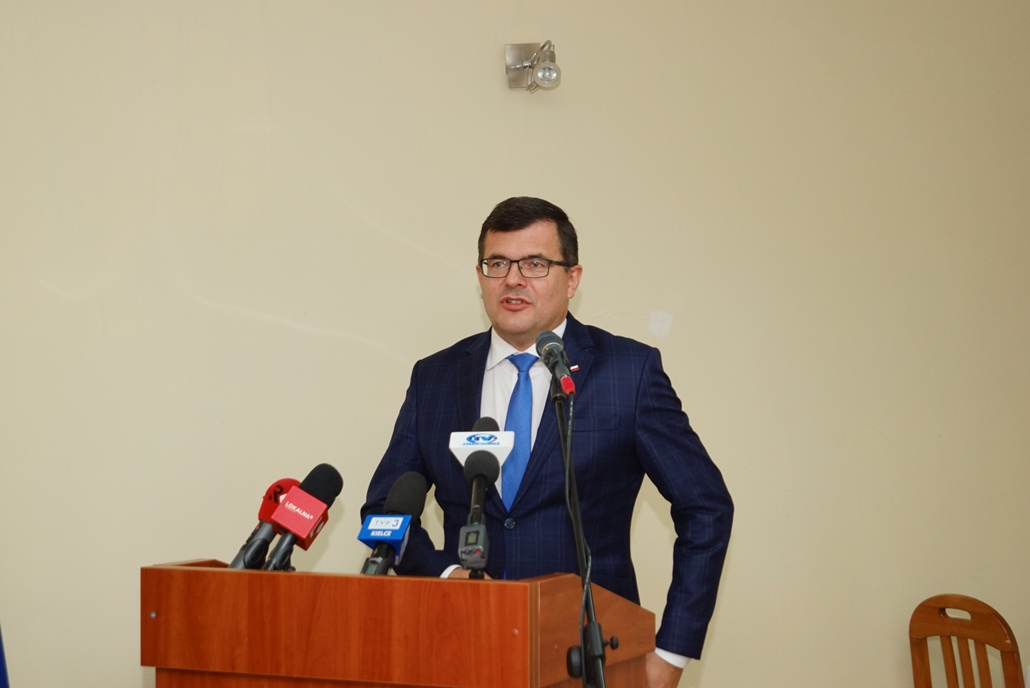 wizyta-wiceministra-piotra-uscinskiego-poslowie-wlodarze-spotkanie-27-09-2021-gmina-brody-powiat-starachowickiDSC04096.JPG