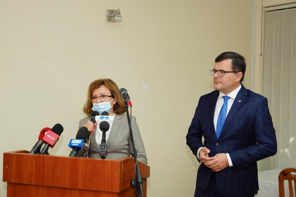 wizyta-wiceministra-piotra-uscinskiego-poslowie-wlodarze-spotkanie-27-09-2021-gmina-brody-powiat-starachowickiDSC04101.JPG