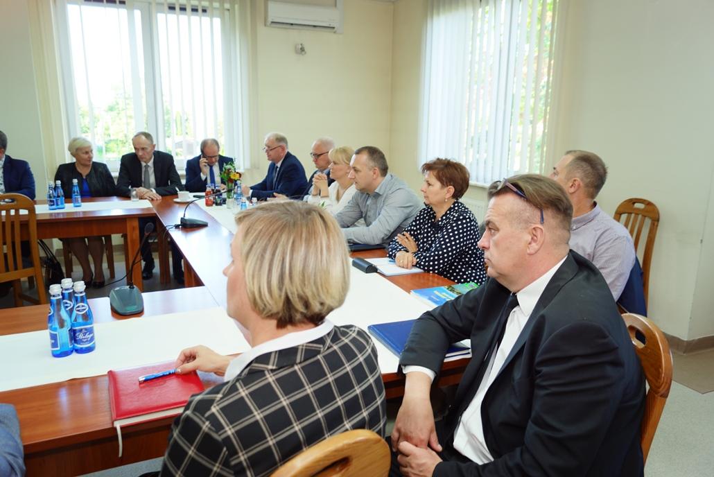wizyta-wiceministra-piotra-uscinskiego-poslowie-wlodarze-spotkanie-27-09-2021-gmina-brody-powiat-starachowickiDSC04109.JPG