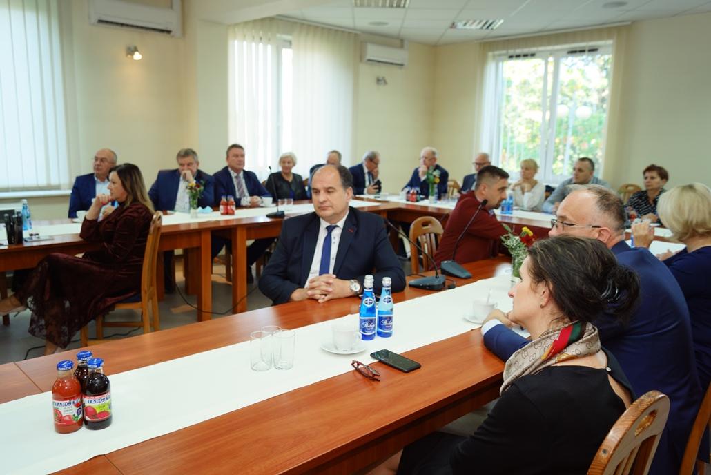 wizyta-wiceministra-piotra-uscinskiego-poslowie-wlodarze-spotkanie-27-09-2021-gmina-brody-powiat-starachowickiDSC04110.JPG