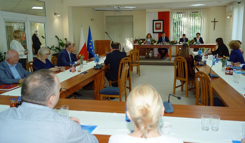 wizyta-wiceministra-piotra-uscinskiego-poslowie-wlodarze-spotkanie-27-09-2021-gmina-brody-powiat-starachowickiDSC04118.JPG