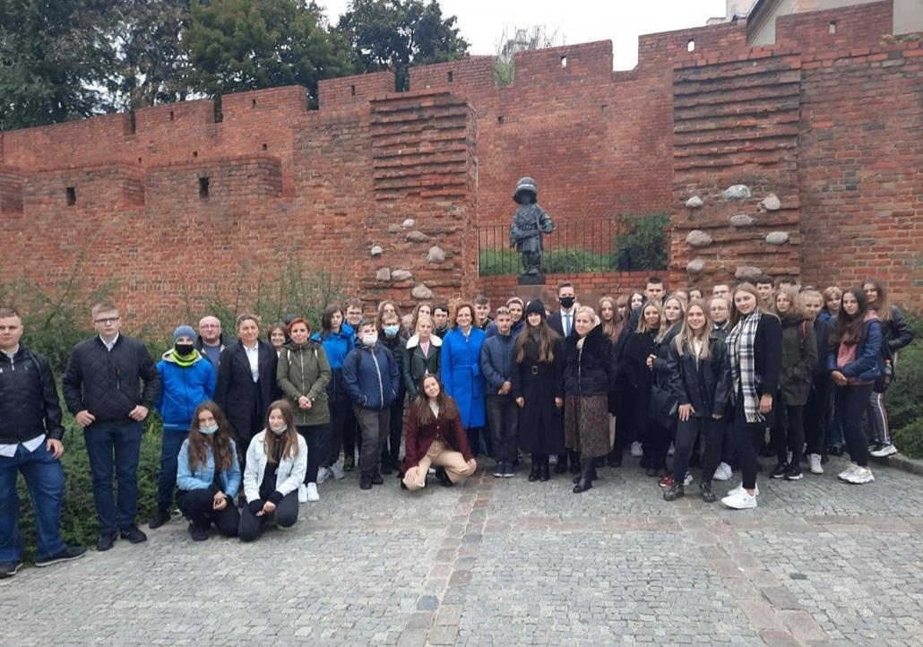 wycieczka-uczniow-z-powiatu-starachowickiego-do-sejmu-posel-agata-wojtyszek1.jpg